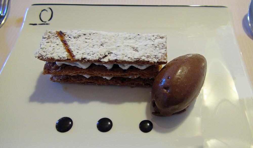 Fines feuilles caramélisées, crémeux de vanille et sorbet cacao/truffe