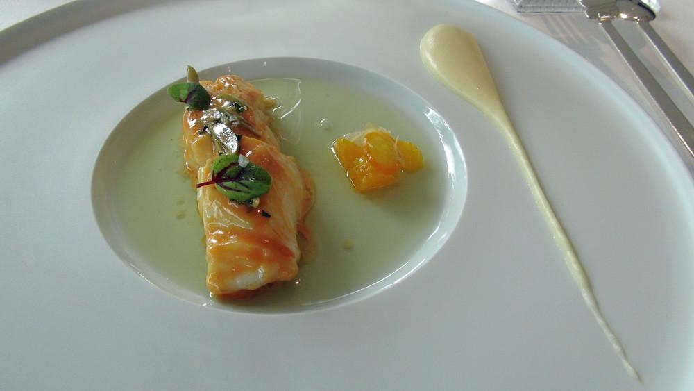 Dos de cabillaud laqué, agrumes, estragon et olive verte.