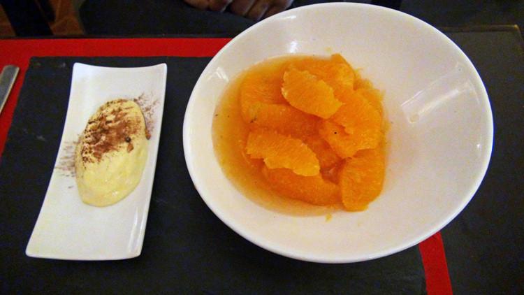 Suprêmes d'une orange, rafraîchi aux épices, crémeux de chocolat blanc