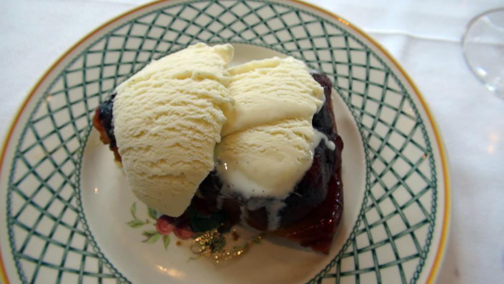 Tarte solognote tiède aux pommes de Saint Martin et sa glace vanille maison