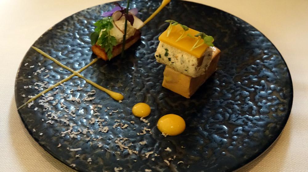 Foie gras de M. Mitteault, citronnelle, coco, combava, tourteaux cuit à la nage, une touche de patate douce