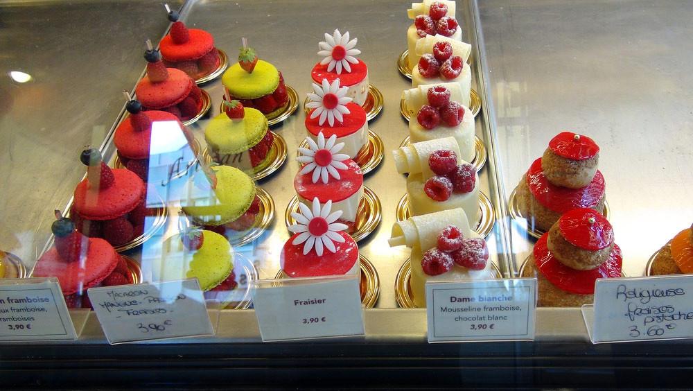 Macaron framboise - Macaron mangue/passion - Fraisier - Dame blanche - Religieuse fraise/pistache - Religieuse vanille