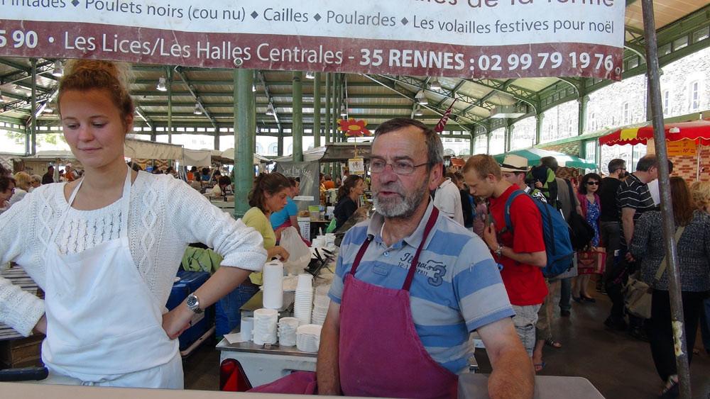Paul Renaud et sa vendeuse