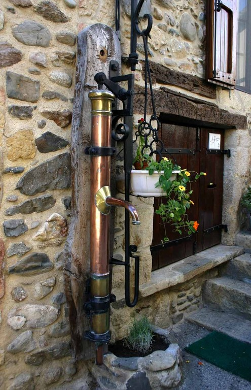Sainte-Eulalie d'Olt, une pompe