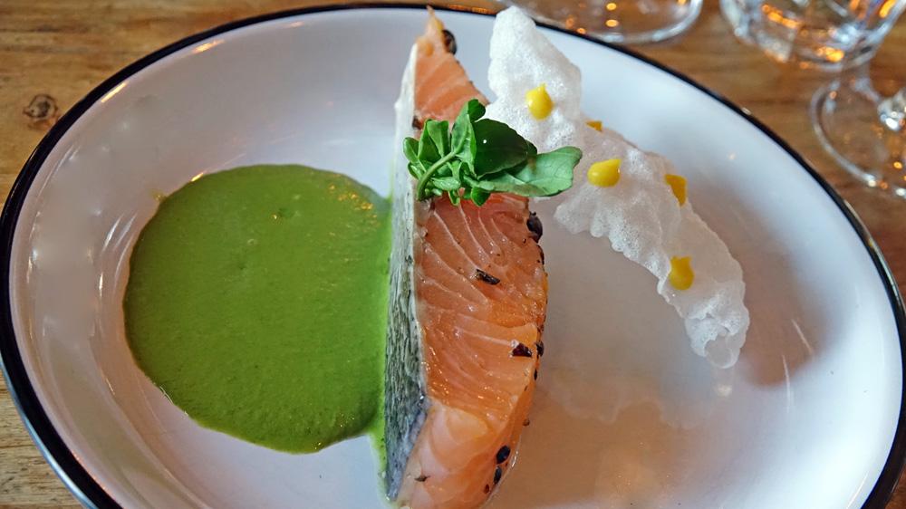 Fondant de saumon au genièvre, coulis de cresson et pâte d'orange