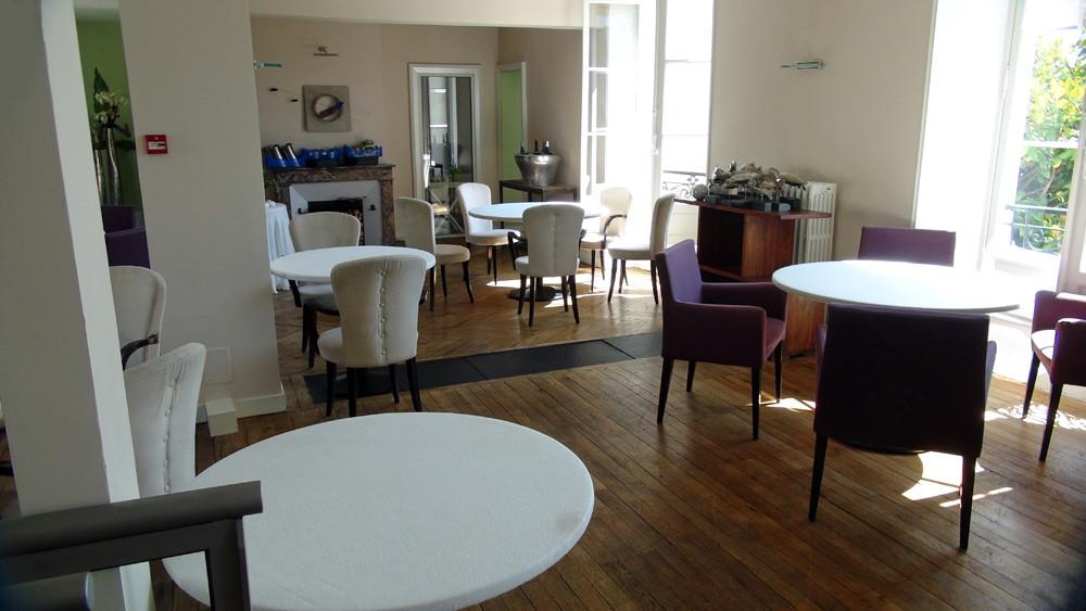 La salle à manger du 1er étage ... et ses nouveaux fauteuils