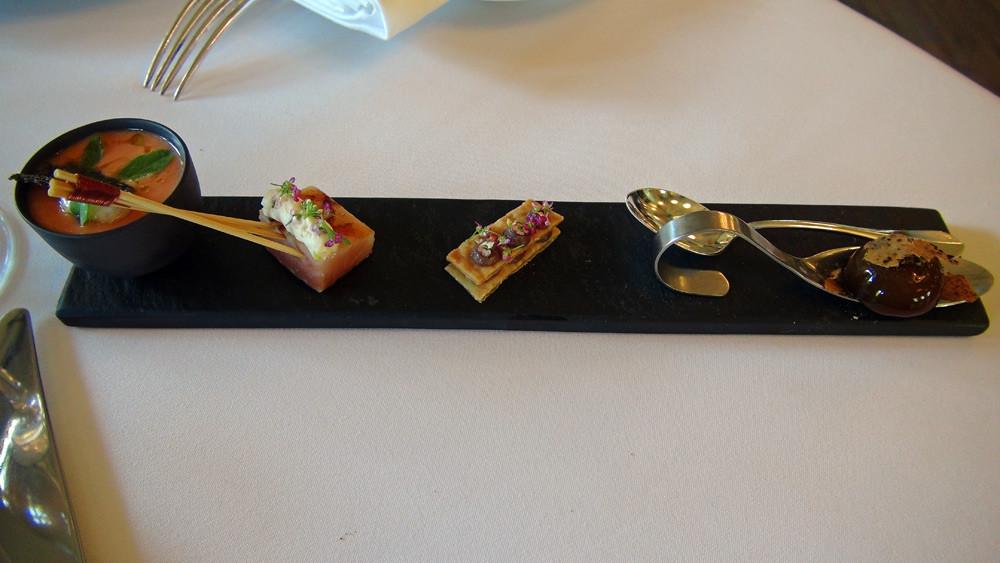 Mignardises : Bille de cèpe - Feuilleté anchois - Truite de banka fumée - Gaspacho et panacotta Mozzarella