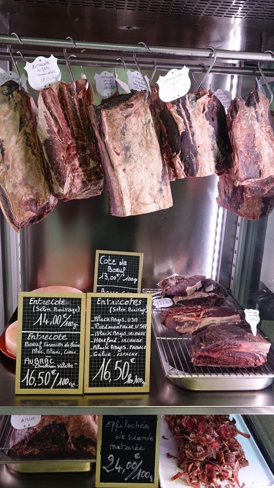 L'armoire des viandes disponibles pour la clientèle