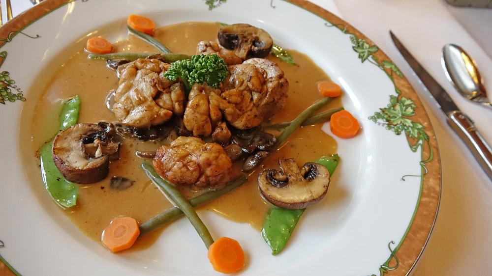 Ris de Veau (Français) Tombée de Champignons, Jus de Veau au Pineau des Charentes
