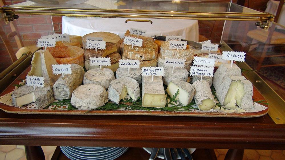 Chariot de fromages de chèvre de la région et de fromages de vaches de Franche sélectionnés par Dominique Boisgard