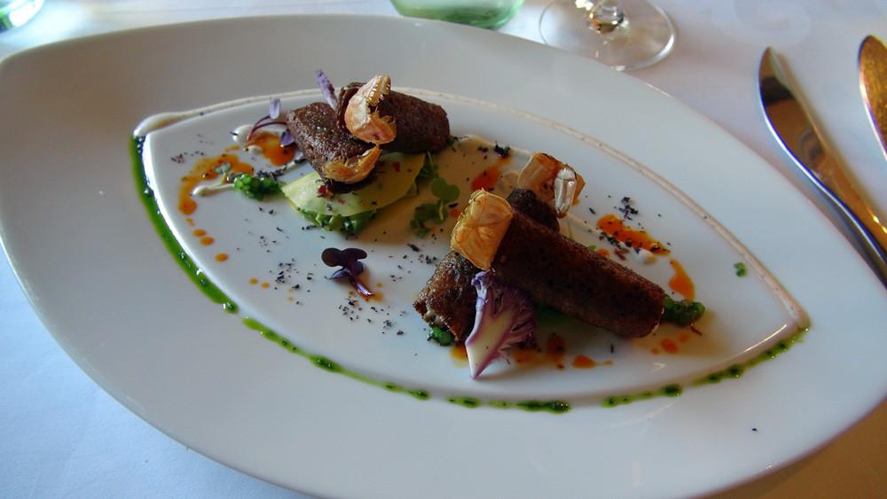 Crousti-sarrasin de langoustines, ravioles mangue-avocat au yuzu, vinaigrette d'un retour de Japon