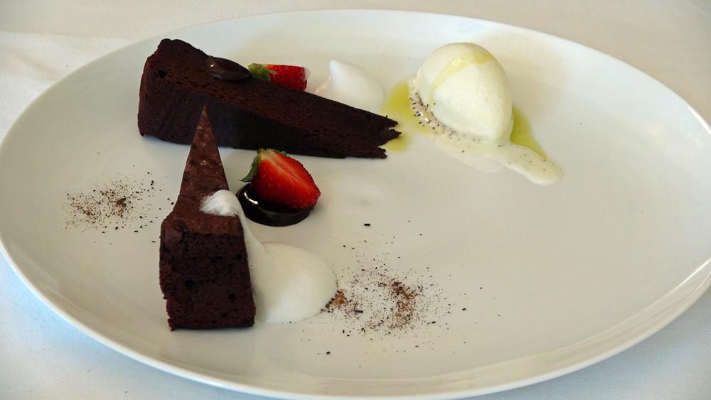 """Gâteau chocolat, glace salée et huile d'olive """"Kalamenta"""""""