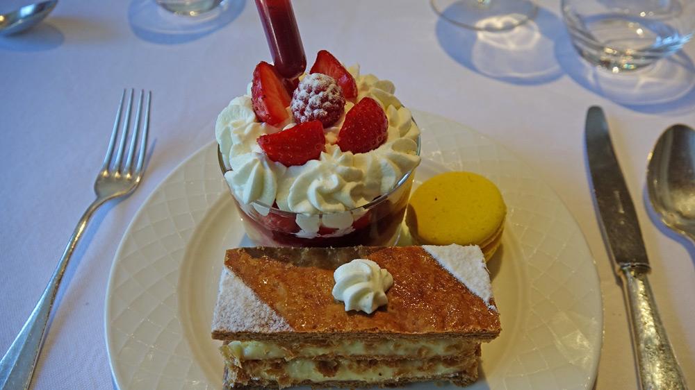 Mes desserts : Savarin aux fruits rouges - Millefeuille - Macaron citron