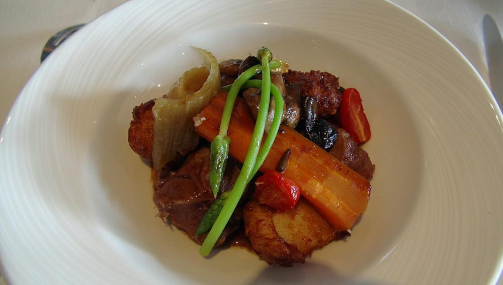Joue de cochon franc-comtois confite puis laquée au Ploussard, pommes dauphines jurassiennes