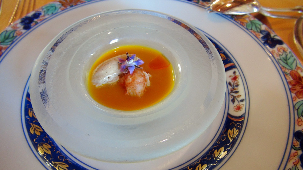 Crème glacée de carotte, coriandre, huile d'orange & écrevisse