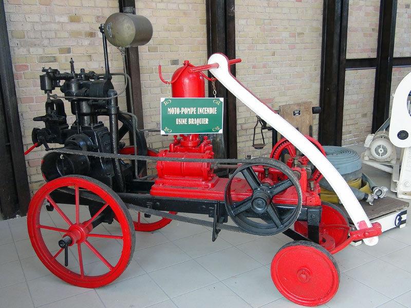 Moto-pompe à incendie