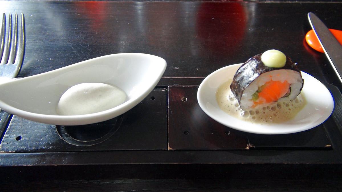 Glace aux huitres & Maki de saumon fumé, mayonnaise wasabi, émulsion cacahuètes