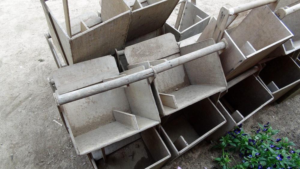 Les boîtes en bois utilisées pour la récolte
