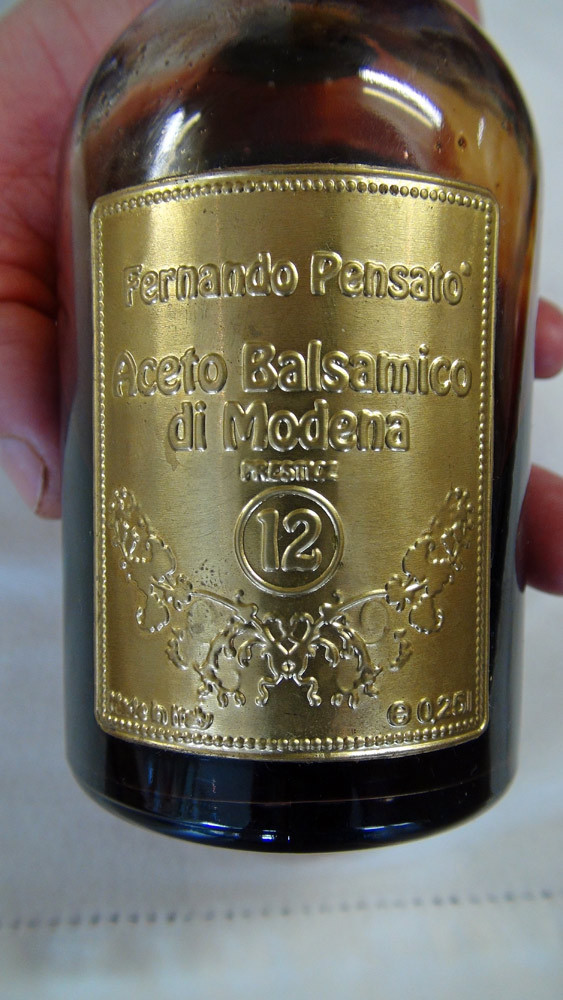 La bouteille de 25 cl de vinaigre balsamique de Modène de 12 ans d'âge de Fernando Pensato (75 € 00 en vente directe + frais de port)