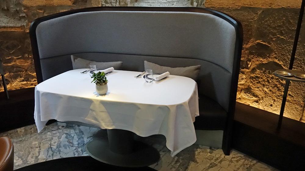 Une table du fond