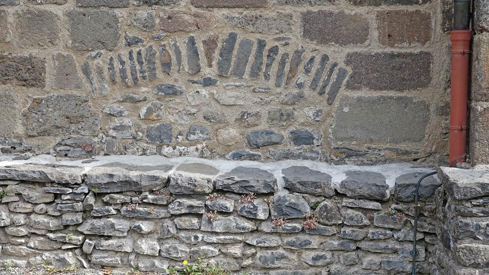 Eglise Saint-Mathieu - Trace d'une ancienne ouverture et de son arc-boutant
