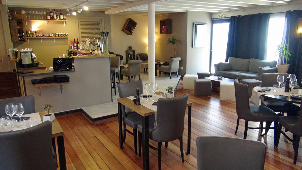 Bar, salle et salon