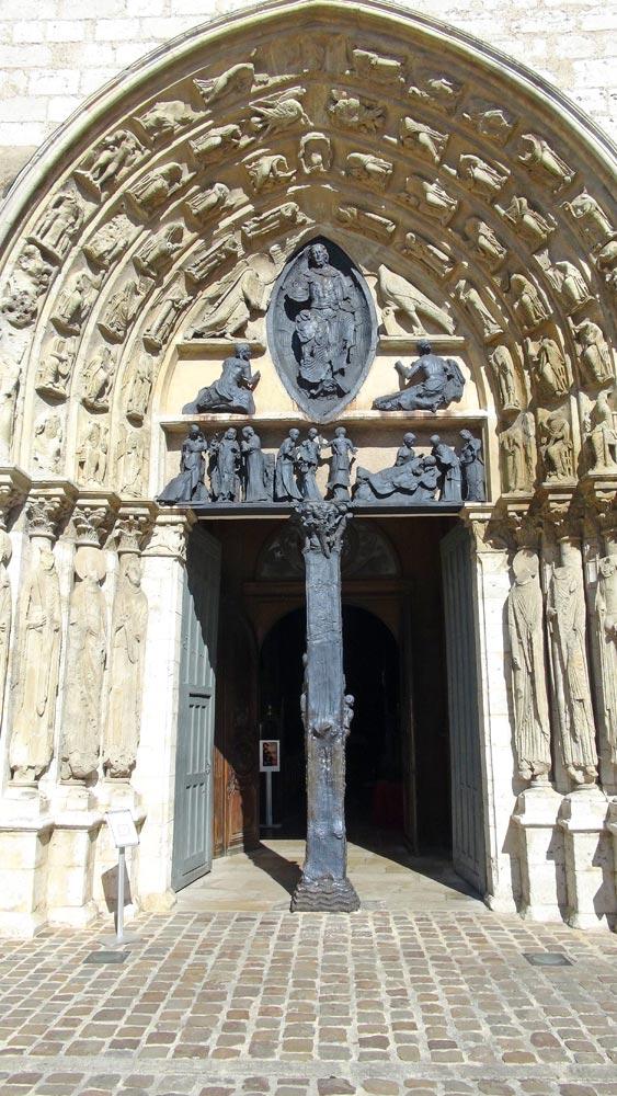 Porche de l'église Saint-Ayoul