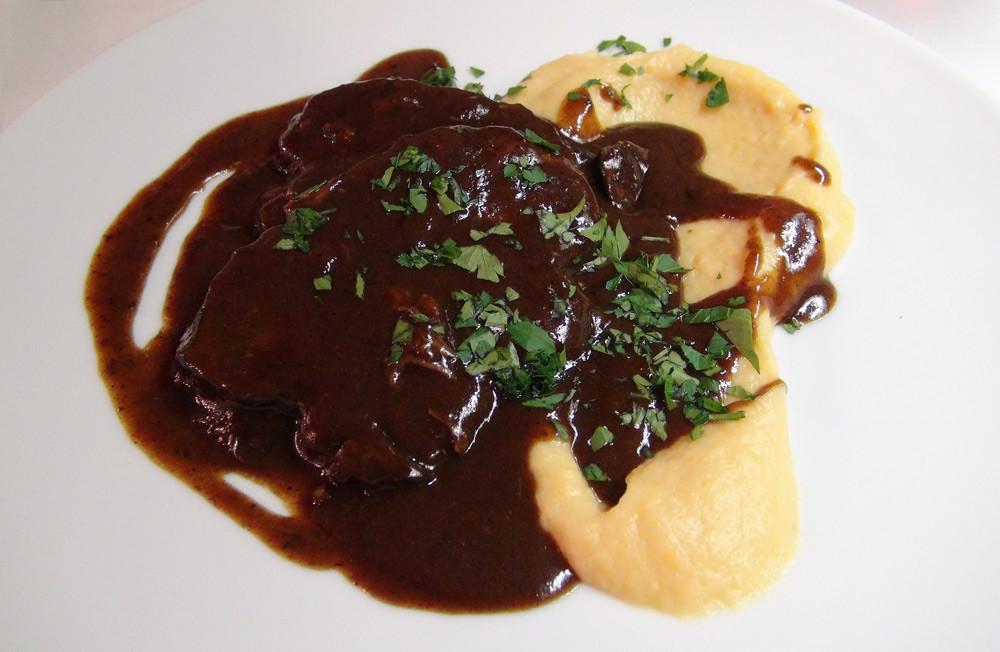 Paleron de boeuf confit au vin rouge, purée de patate douce