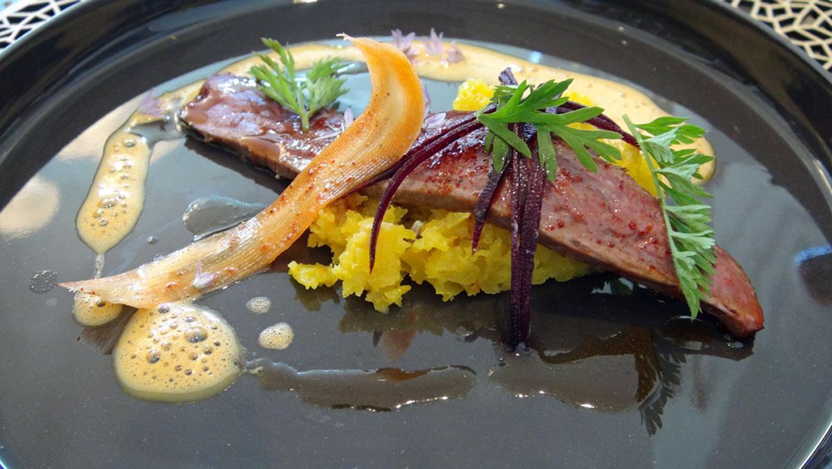 Magret de canard de Nueuil-sur-Layon, jus aux épices sans curry, carotte pourpre, orange et ? (je n'ai pas compris la fin de l'intitulé)