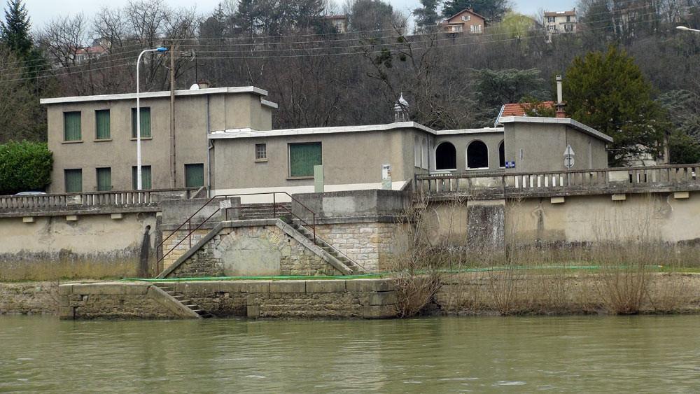Balade sur la Saône : la maison très moderne d'un architecte de la fin du XIX ème siecle