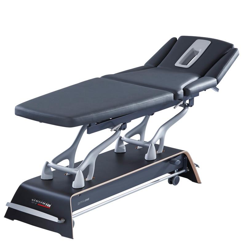 gymna.ONE - T7 carbon black. Per Rundumschaltung höhenverstellbare Behandlungsliege von Gymna inkl. Polsterheizung und seitlich abklappbaren Polstern.