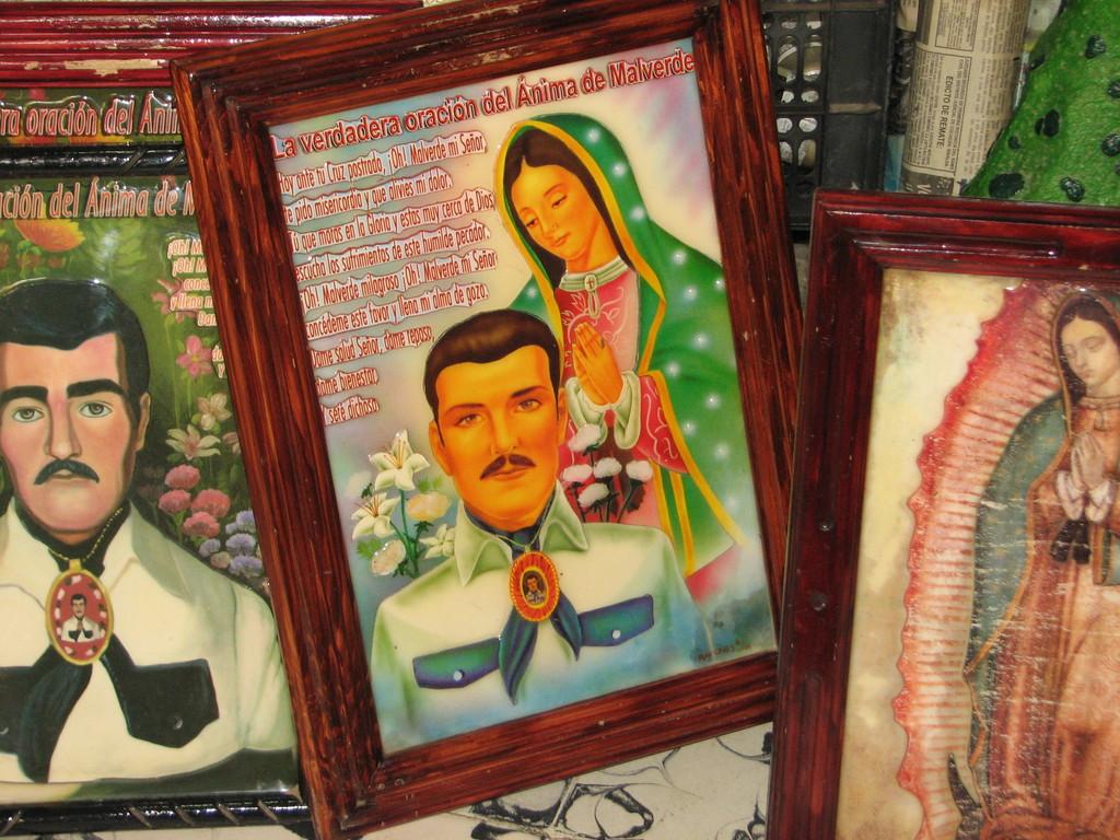 もちろん、マルベルデはカトリックの聖人とは認められていないが、メキシコの守護聖人グアダルーペの聖母と仲良く信仰されている。