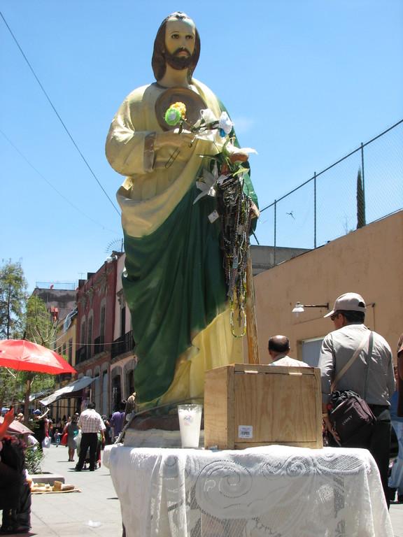 なぜかムエルテと対で祭られることの多いサン・フダス・タデオ(日本語ではタダイというらしい)の像。困難に陥った人の守護神とか。