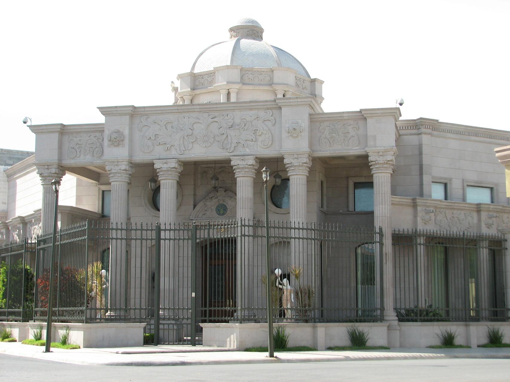 レイノサで一番の資産家の家。博物館か何かのよう。
