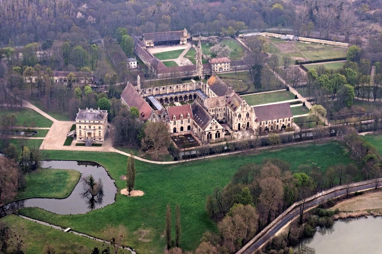 Vue aérienne de l'Abbaye de Royaumont