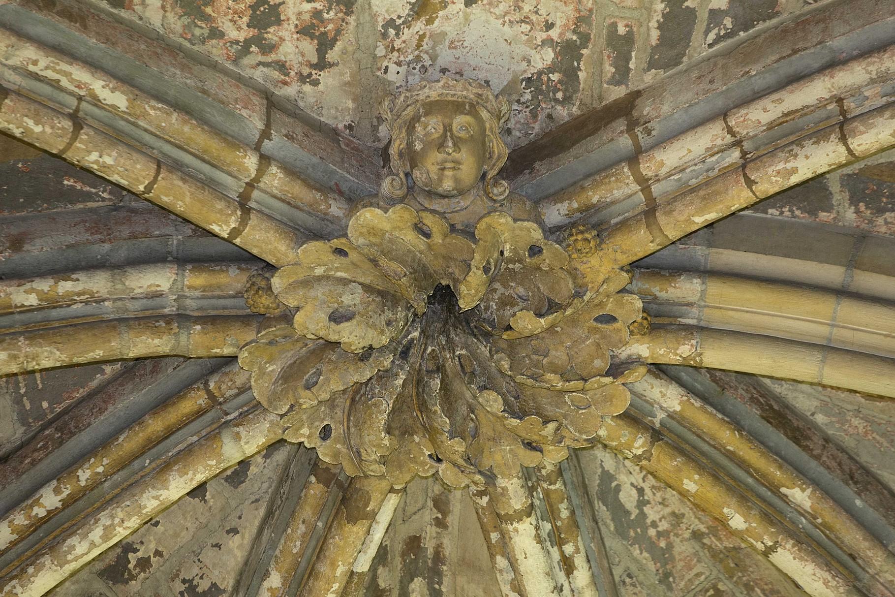 Clé de voûte représentant saint Louis © Musée d'Archéologie nationale - Basile Lippmann