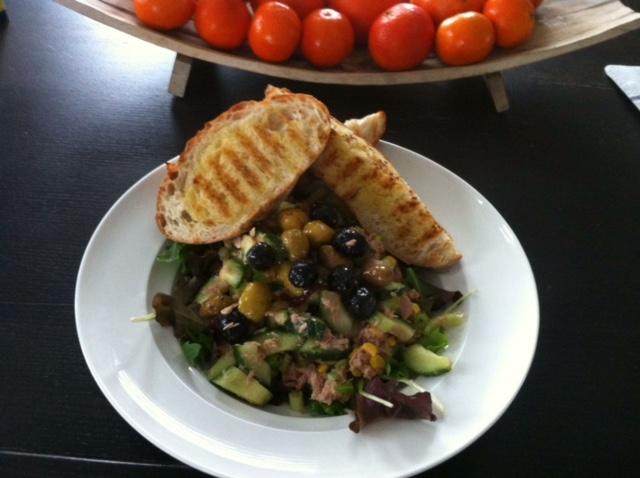 Tonijnsalade met olijven