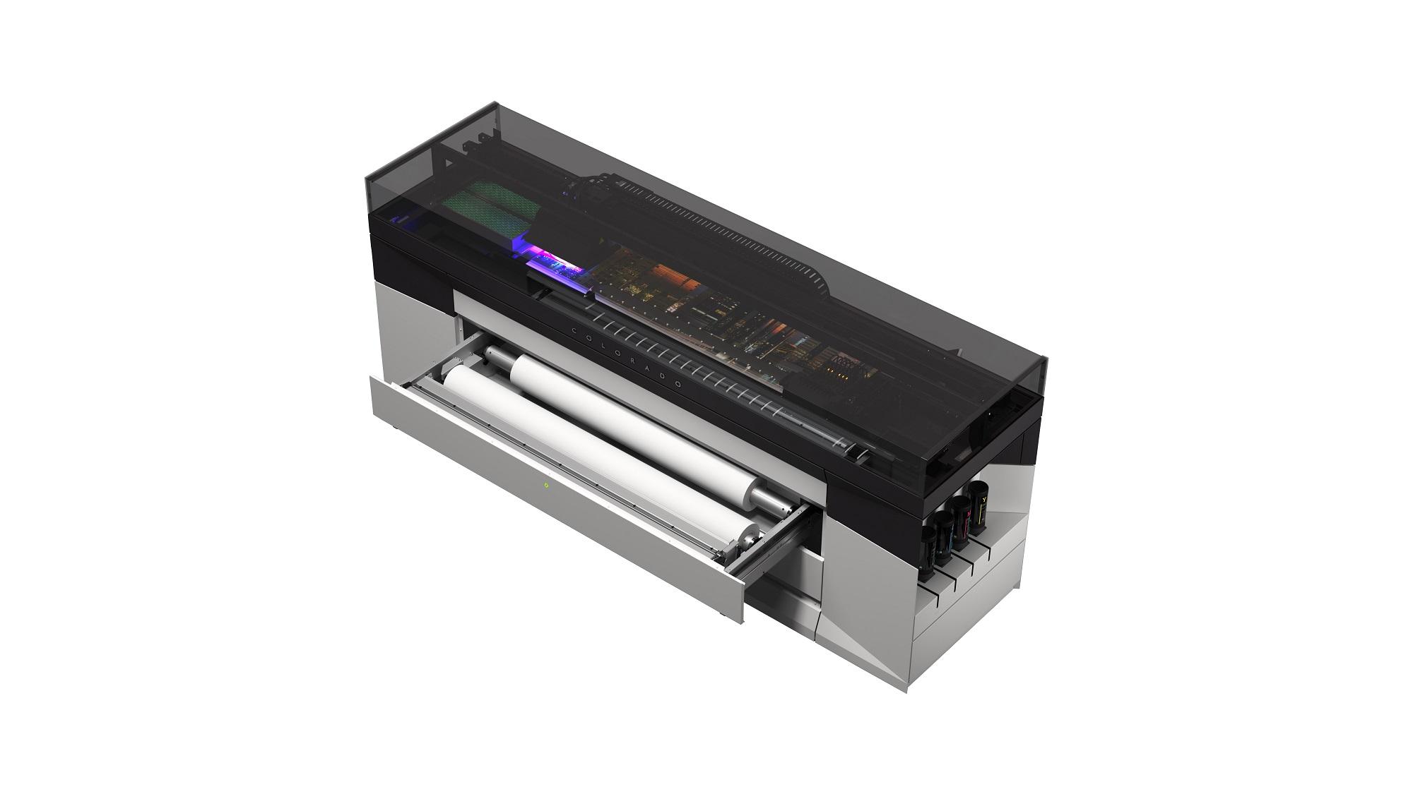 Zwei Materialrollen, die automatisch zugeführt bzw. gewechselt werden können, vereinfachen die Produktion.