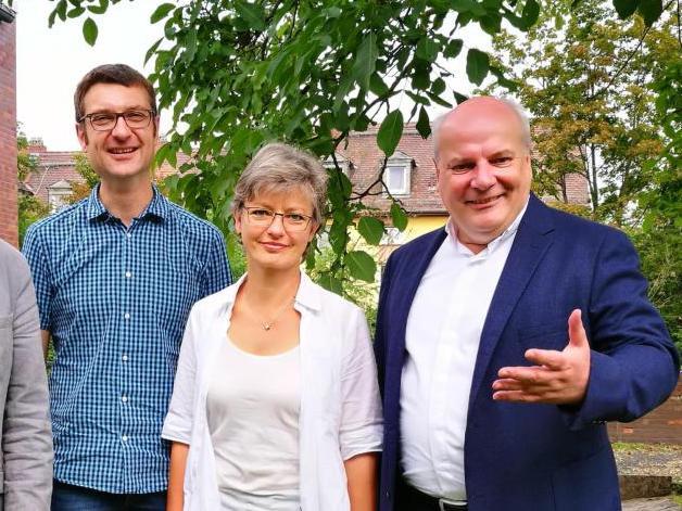 Die Gastgeber: Pfarrer Gabriel Brand (Andreas), Pfarrerin Imogen Kasemir-Arnold (Wichern), Pfarrer Matthias Schmid (Thomas Morus) // Foto: Gießener Allgemeine