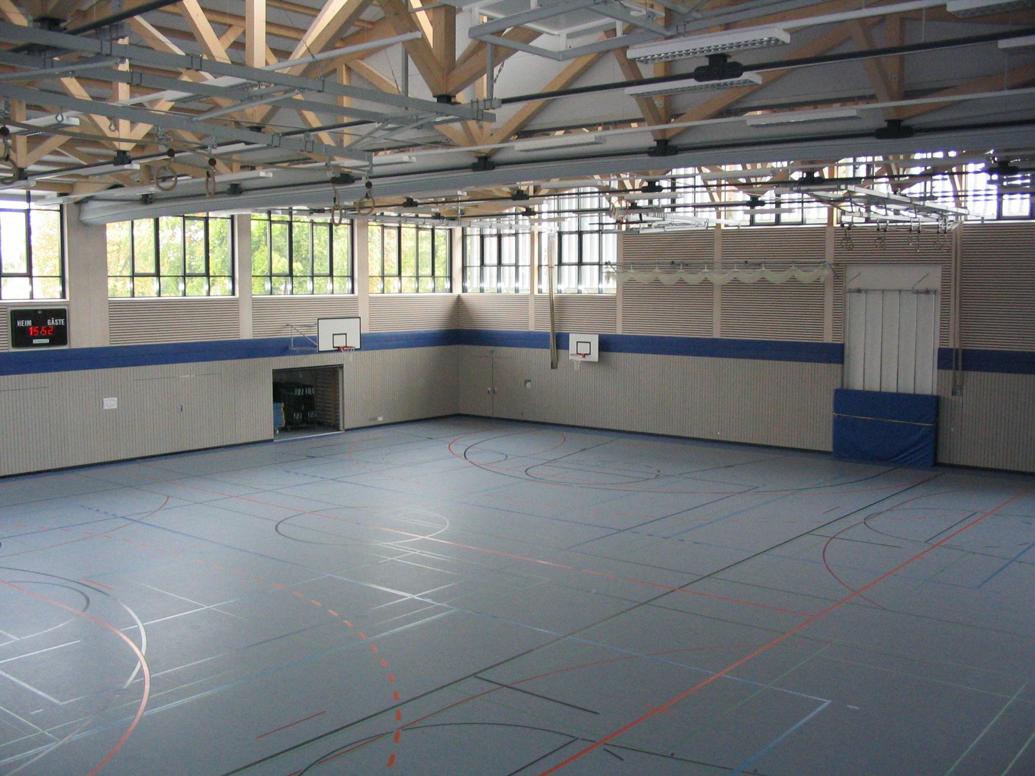 Neubau Zweifachturnhalle Niederaichbach 2002 - Innenansicht