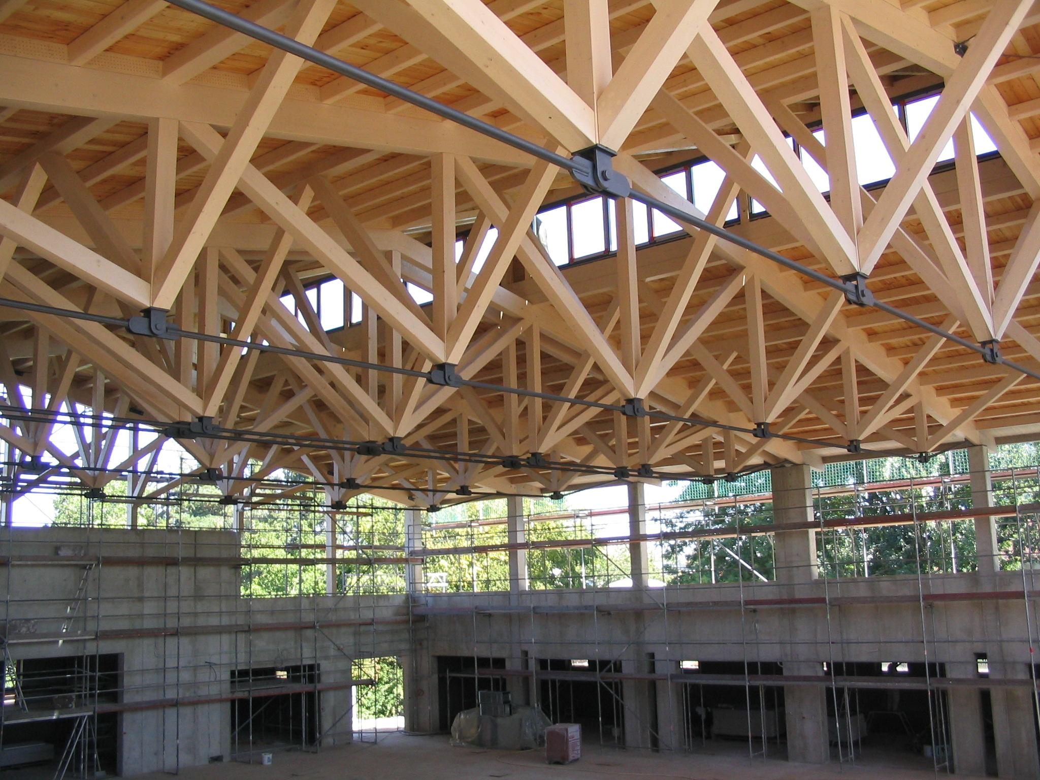 Neubau Zweifachturnhalle Niederaichbach 2002 - Blick auf Dachkonstruktion