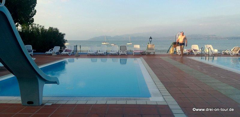 Schöner großer Pool