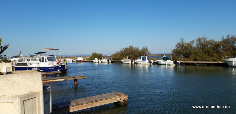 Der Fluß LEZ direkt am Platz