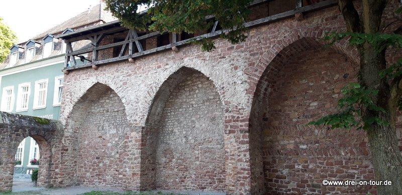 Teil der alten Wehrmauer