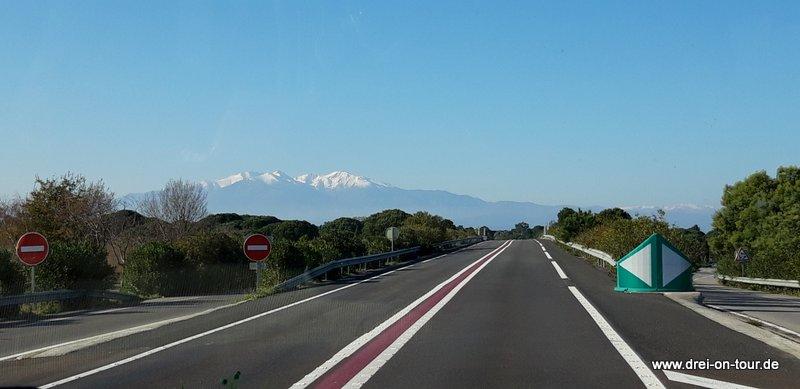 Unterwegs - Vor uns die schneebedeckten Pyrenäen