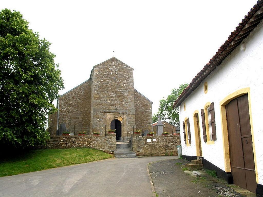 Montquintin L'église St -Quentin et la ferme de la dîme