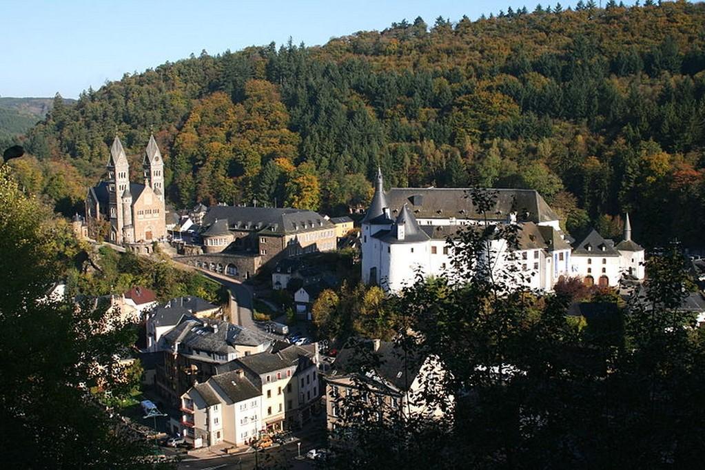 Clervaux - La ville, le château médiéval et l'église décanale