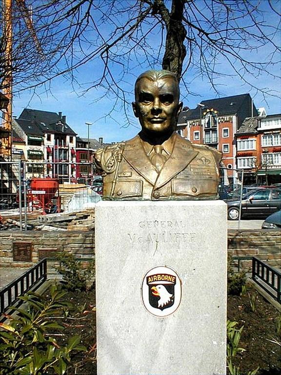 Bastogne - Le général Mc Auliffe