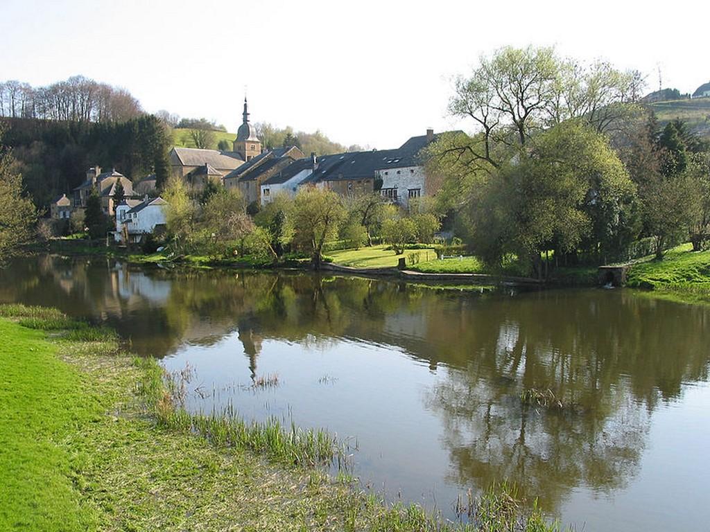 Chassepierre - Le village et la Semois