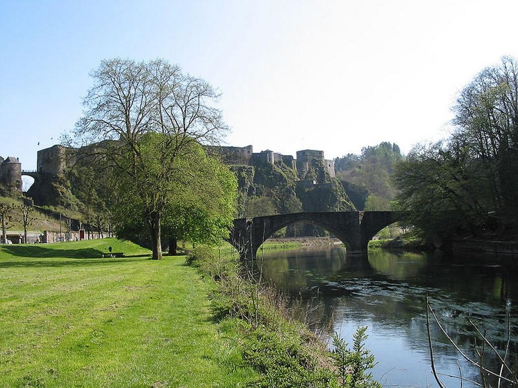 Bouillon - Le vieux pont sur la Semois et le château-fort